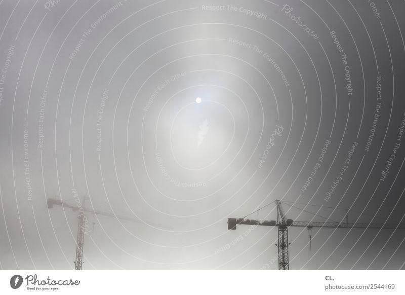 zwei kräne Baustelle Wirtschaft Industrie Mittelstand Umwelt Himmel Wolken Sonne Klima Wetter Nebel Kran trist Wandel & Veränderung Baukran Farbfoto