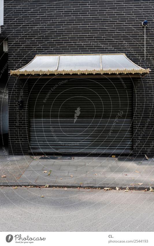 asia shop Arbeitsplatz Feierabend Alarmanlage Stadt Menschenleer Haus Architektur Ladengeschäft Mauer Wand Dach Tor Vordach Verkehrswege Straße Wege & Pfade