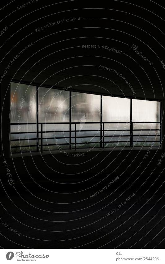 im parkhaus Menschenleer Parkhaus Gebäude Architektur Mauer Wand Fenster dunkel gruselig schwarz Angst Platzangst gefährlich geheimnisvoll Farbfoto