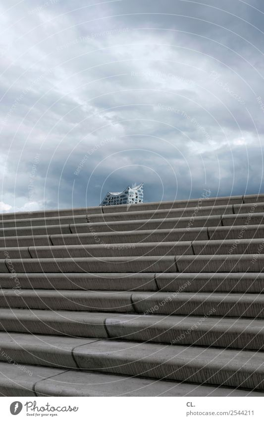 elbphilharmonie Tourismus Städtereise Veranstaltung Himmel Wolken Gewitterwolken Wetter schlechtes Wetter Unwetter Hamburg Hamburger Hafen Stadt Menschenleer