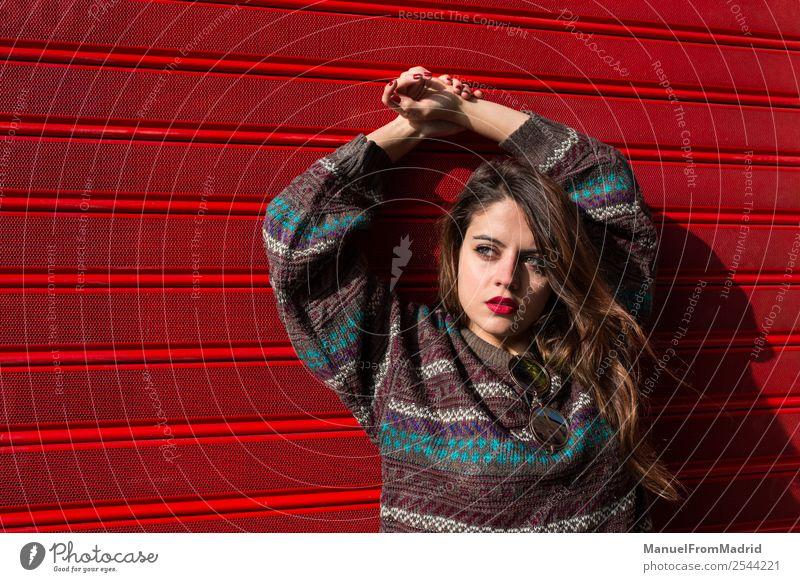 Frau Jugendliche schön rot Straße Lifestyle Erwachsene Textfreiraum modern Fröhlichkeit Fotografie Körperhaltung Beautyfotografie Kaukasier