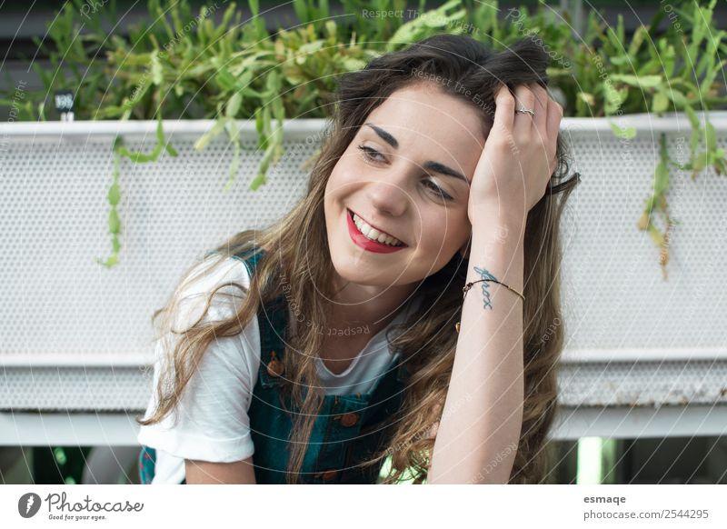Mensch Jugendliche Junge Frau Pflanze schön Freude Lifestyle Gesundheit Leben Umwelt natürlich Glück Gras Denken Zufriedenheit 13-18 Jahre