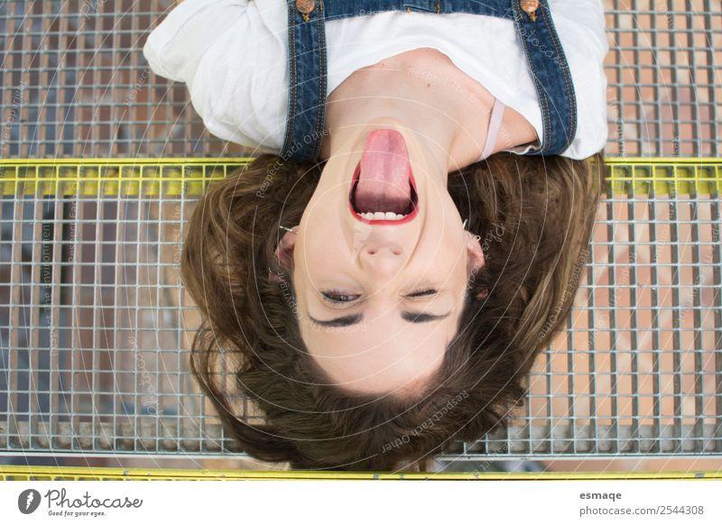 Porträt eines rebellischen Teenagers Lifestyle Freude Gesundheit Wellness Leben Junge Frau Jugendliche 13-18 Jahre Lächeln lachen Coolness authentisch frei