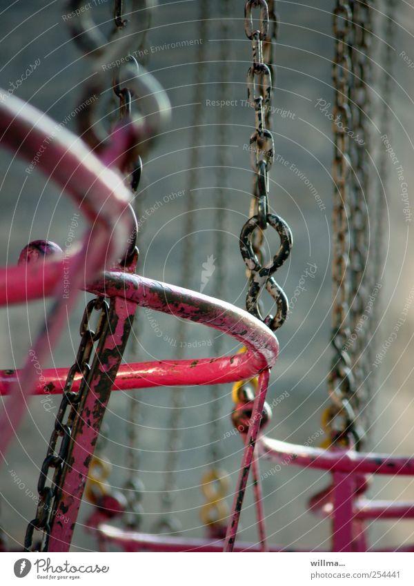 ruhestand Jahrmarkt Kettenkarussell Kettenglied Metall Erholung kalt rosa schwarz Einsamkeit Abenteuer Sicherheit stagnierend leer Abnutzung Kettenreaktion Sitz
