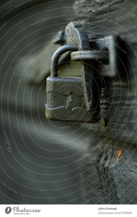Der Nagel IV Schloss Holz Metall alt Spitze grau Mut Ordnungsliebe Endzeitstimmung Misserfolg Schutz Vergangenheit Vergänglichkeit Versicherung Vertrauen