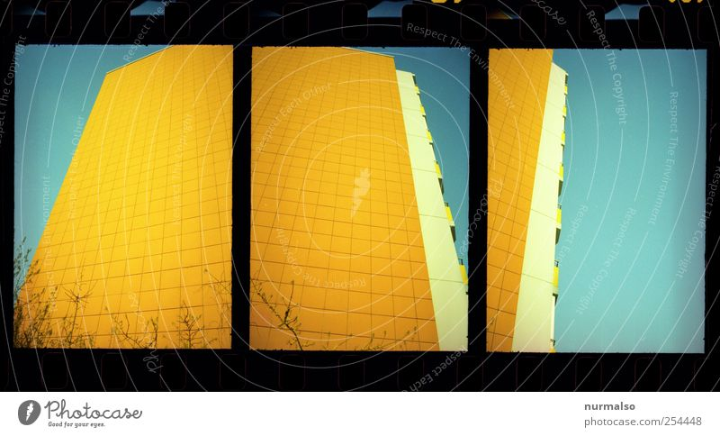 3mal1 block blau Haus gelb Umwelt Stil träumen Kunst Fassade Hochhaus ästhetisch außergewöhnlich Lifestyle Häusliches Leben fantastisch Balkon Schönes Wetter