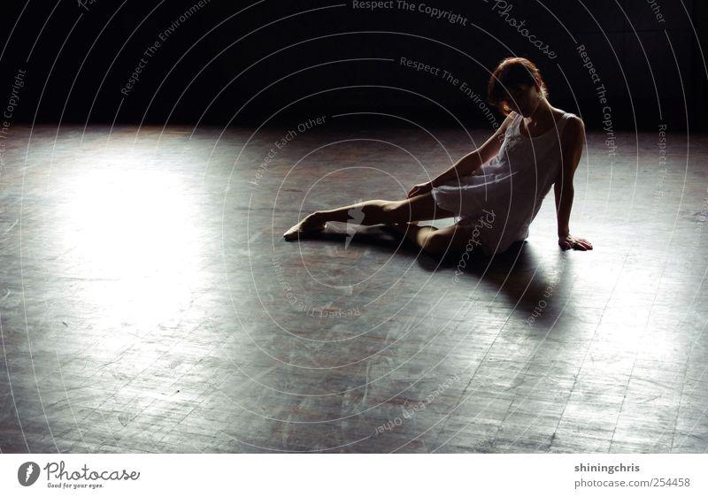 now teach the drummer to dance like ballet girls Mensch Jugendliche Einsamkeit Erwachsene feminin Horizont Tanzen elegant sitzen Bodenbelag Körperhaltung