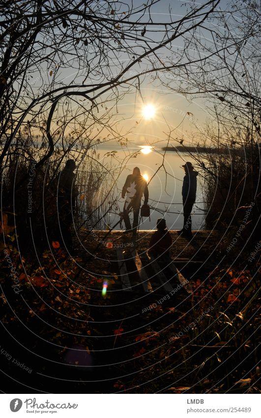 Herbst am See Mensch 4 Menschengruppe Umwelt Natur Landschaft Erde Wasser Himmel Sonne Sonnenaufgang Sonnenuntergang Baum Küste Seeufer Stimmung Glück