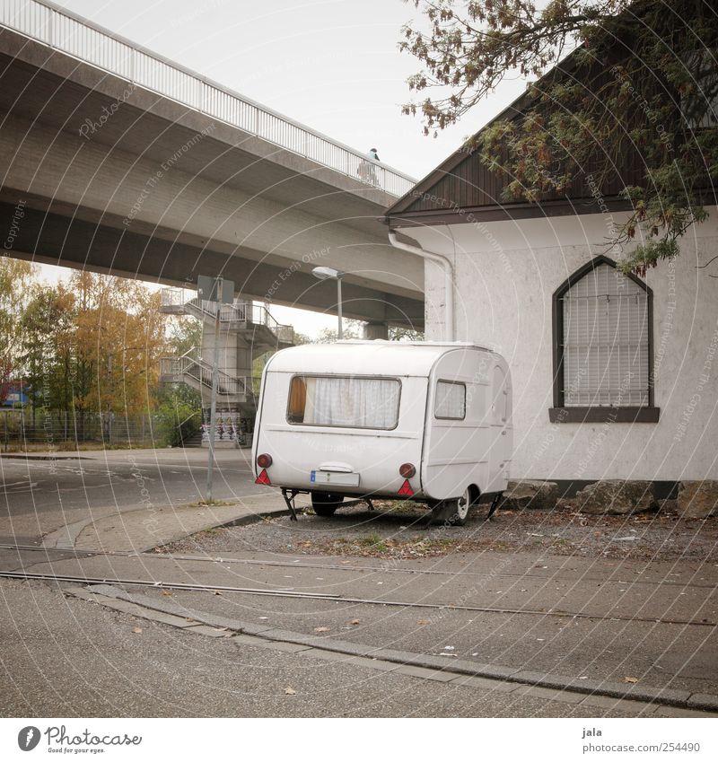 city camping Stadt Haus Straße Platz Brücke trist Wohnwagen