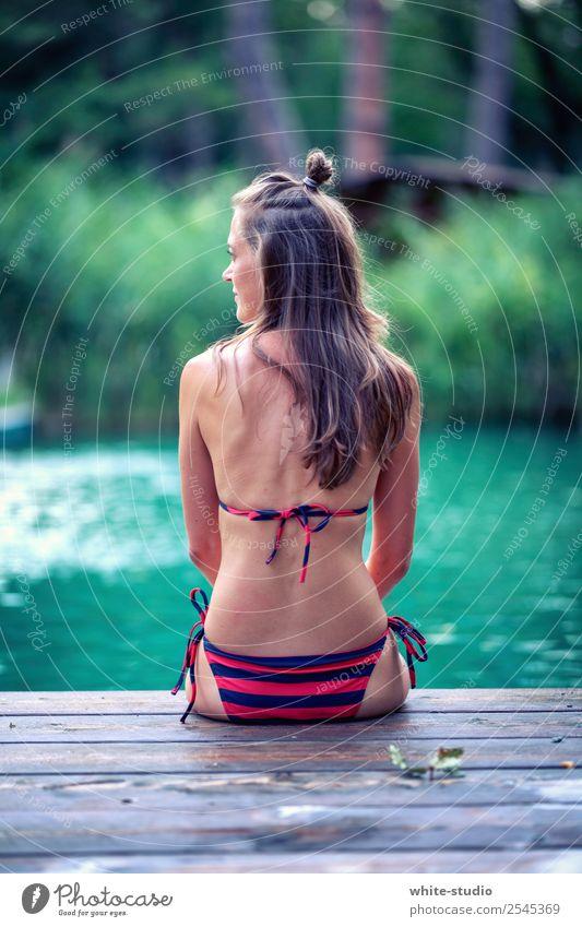 Badezeit Frau Erwachsene 1 Mensch 18-30 Jahre Jugendliche Schwimmen & Baden Urlaubsfoto Ferien & Urlaub & Reisen Sommerurlaub Urlaubsstimmung Steg Schwimmbad