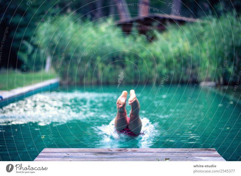 Abkühlung Frau Erwachsene Schwimmen & Baden Natur Schwimmbad Naturpool Naturbecken Schilfrohr springen ins Wasser springen Badewanne Kopfsprung Kühlung