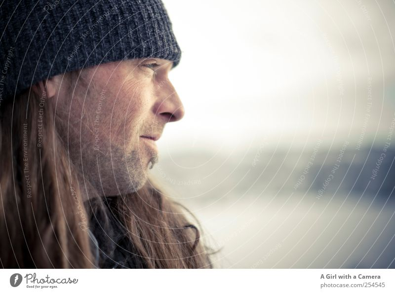 love him Mensch Mann Winter Erwachsene Leben Kopf Traurigkeit träumen maskulin Coolness nachdenklich Mütze langhaarig verträumt 30-45 Jahre Geistesabwesend