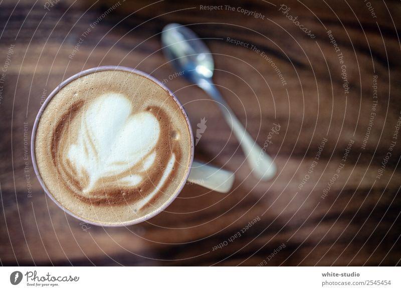 Kaffeepause Getränk Heißgetränk Wellness Leben Wohlgefühl Zufriedenheit Erholung trinken Cappuccino Milchschaum Schaumfigur Barista Kaffeetrinken Kaffeetisch