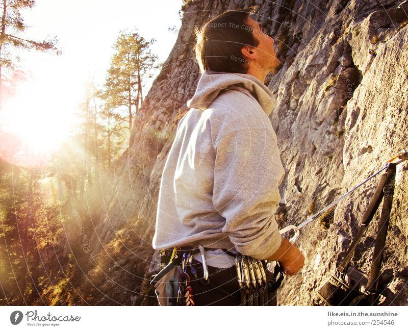 *Glücksmoment Klettern Bergsteigen maskulin Junger Mann Jugendliche Paar Partner 1 Mensch 18-30 Jahre Erwachsene Natur Landschaft Herbst Schönes Wetter
