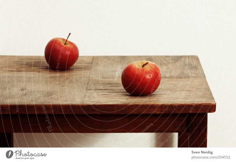 weiß rot gelb Ernährung Holz Lebensmittel braun 2 Apfel Schreibtisch Gelassenheit Konsistenz Vegetarische Ernährung