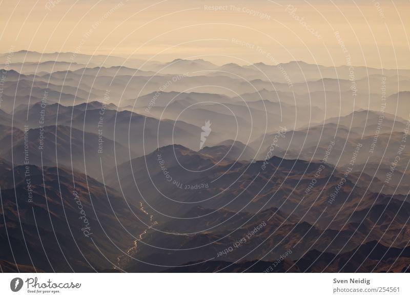 das Nebelmeer II Natur Erde Wolken Alpen Berge u. Gebirge Gipfel Fluss Unendlichkeit blau gelb erhaben Farbfoto Luftaufnahme Strukturen & Formen Menschenleer