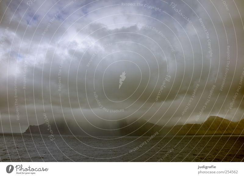 Färöer Umwelt Natur Landschaft Urelemente Wasser Himmel Wolken Klima schlechtes Wetter Unwetter Regen Hügel Felsen Berge u. Gebirge Fjord Meer Insel Føroyar