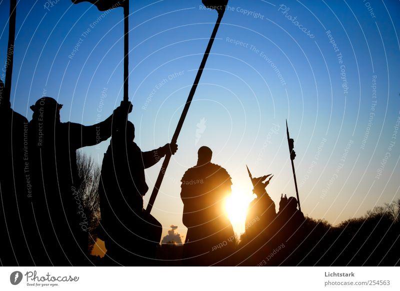 zum licht II alt blau schwarz gelb dunkel Bewegung Metall Kunst gold Pferd Kultur Fahne Zeichen Denkmal Jagd Wahrzeichen