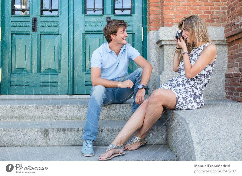 Frau Mann Sommer schön Erwachsene Liebe Glück Tourismus Paar Zusammensein Freundschaft Technik & Technologie Lächeln Fröhlichkeit Romantik Fotografie