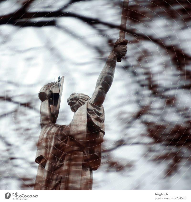 Mutter Heimat II Winter Herbst grau Stein braun Kraft Europa Macht Denkmal stark Statue Wahrzeichen Hauptstadt Symbole & Metaphern Schwert Ukraine
