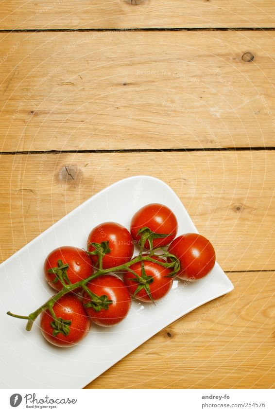 Tomaten Küche Holz frisch Gesundheit lecker braun rot genießen Ernährung Schalen & Schüsseln Holzplatte Tischplatte Vegetarische Ernährung Gesunde Ernährung