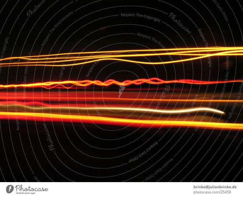 on the road Lastwagen Nacht 3 Autobahn überholen schwarz rot Krefeld Verkehr orange Linie julian brinke Meerschweinchen