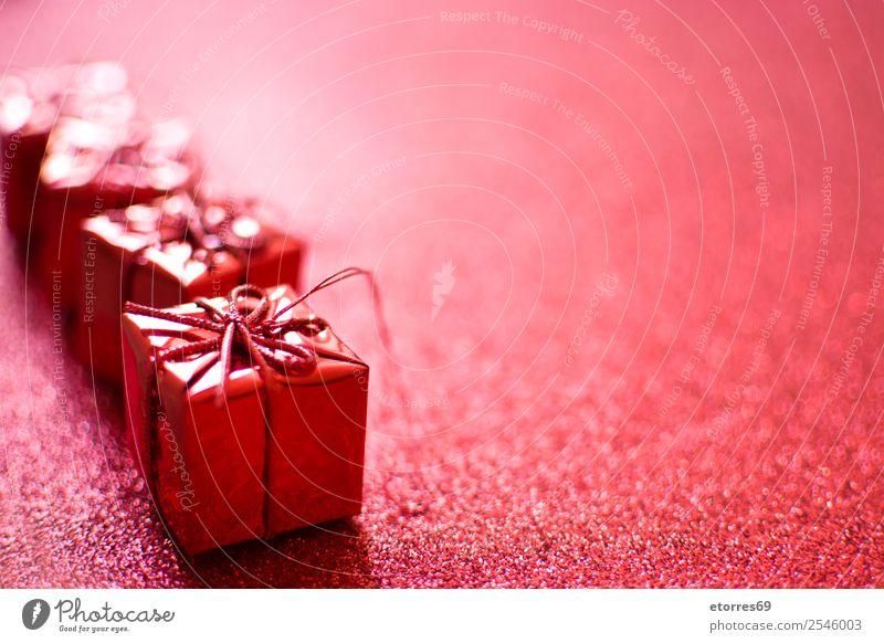 Geschenkverpackungen Dekoration & Verzierung Ornament rot hell Ferien & Urlaub & Reisen Feste & Feiern Feiertag Präsentation Stern (Symbol) festlich Glitter