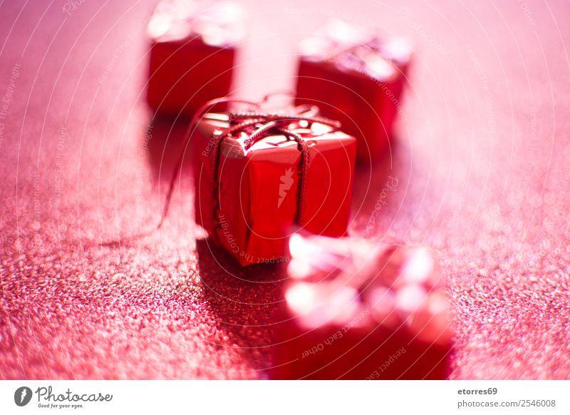 Rote Geschenkbox Gruß Dekoration & Verzierung Ornament rot hell Ferien & Urlaub & Reisen Feste & Feiern Feiertag Präsentation Stern (Symbol) festlich Glitter