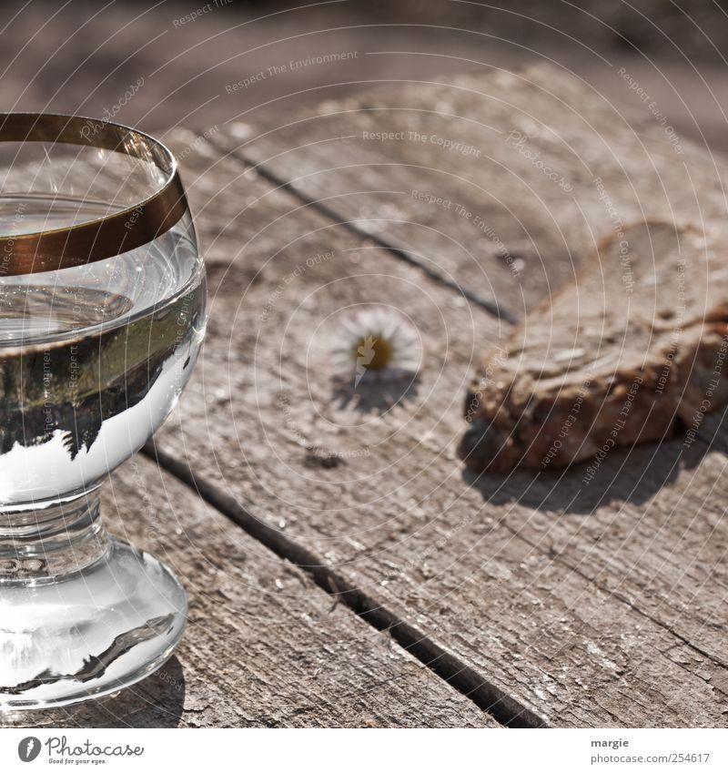 Wasser und Brot Erholung Gefühle Religion & Glaube Holz Feste & Feiern Glas Ernährung Tisch Trinkwasser Getränk Pause trinken Gastronomie Wein Übergewicht