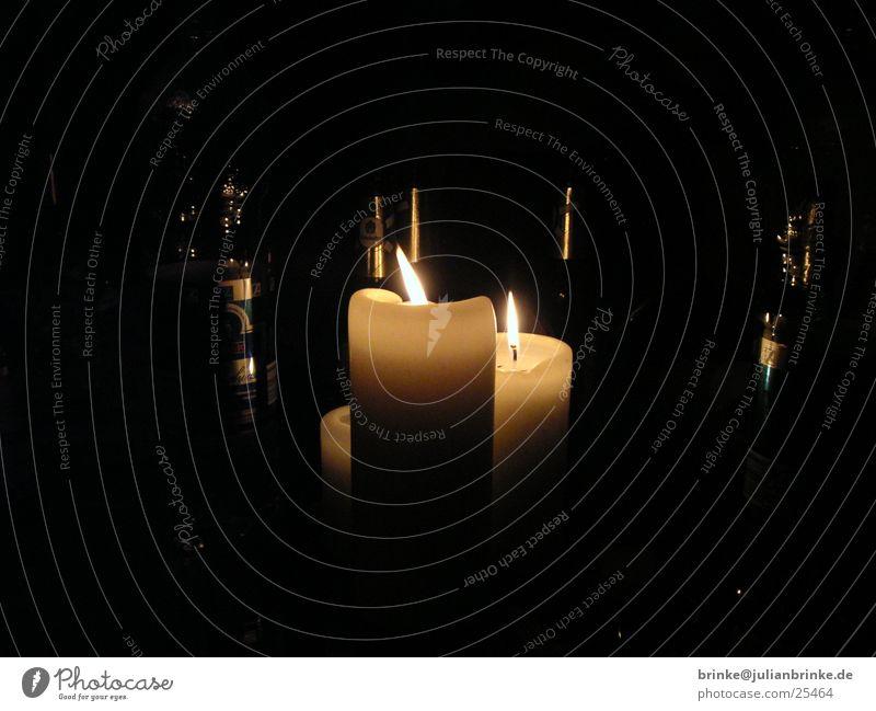 Kerzen im Flaschenwald dunkel hell Kerze Häusliches Leben Flasche Meerschweinchen Krefeld