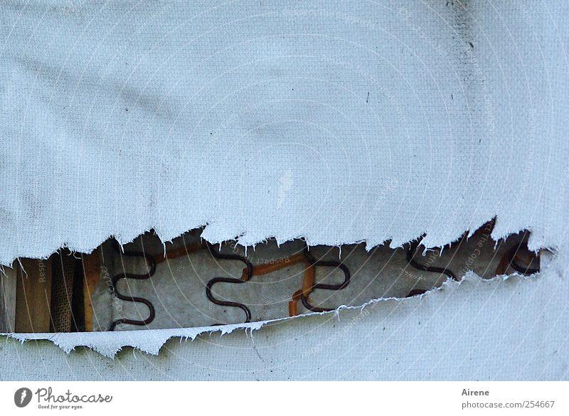 Gut geschlafen? Häusliches Leben Umzug (Wohnungswechsel) Innenarchitektur Möbel Bett Schlafmatratze Metallfeder liegen alt kaputt grau schwarz weiß Müdigkeit