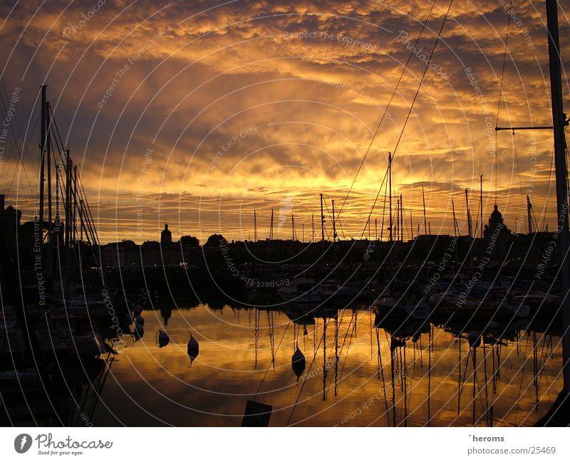 Sonnenuntergang in La Rochelle, Frankreich Hafen Wasserspiegelung
