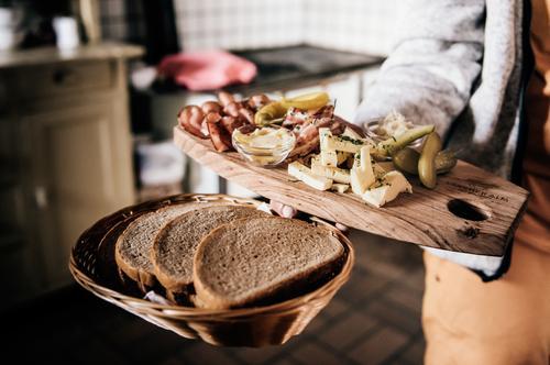 Österreichische Jause Fleisch Wurstwaren Käse Milcherzeugnisse Brot Mittagessen Bioprodukte Vesper Ferien & Urlaub & Reisen Tourismus Berge u. Gebirge Mensch 1