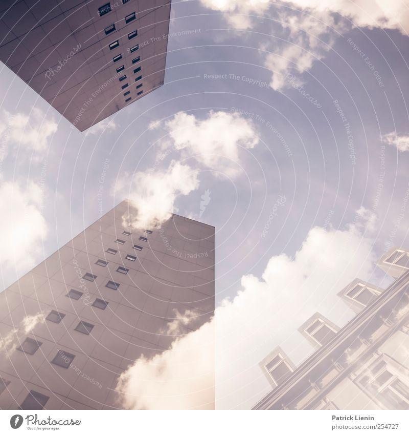 bigger than us Himmel Stadt Wolken Umwelt Fenster Wand Mauer Architektur Gebäude Wetter Zufriedenheit Hochhaus Schönes Wetter ästhetisch Kommunizieren Bauwerk