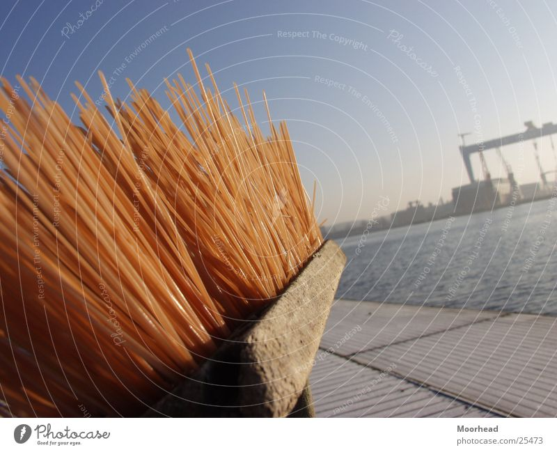 Kieler Besen Sonne Winter Hafen Handwerk Tiefenschärfe Kran Schleswig-Holstein