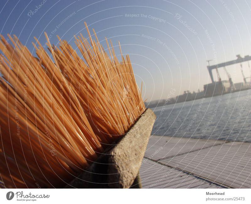 Kieler Besen Sonne Winter Hafen Handwerk Tiefenschärfe Kran Schleswig-Holstein Kiel Besen