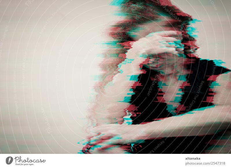 Porträt einer einsamen traurigen Frau Lifestyle Gesicht Mensch Erwachsene Familie & Verwandtschaft Mode Traurigkeit weinen Gefühle Sorge Trauer Müdigkeit
