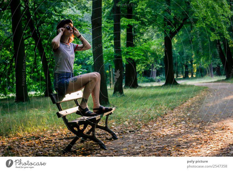 [LS131] - Don't Look Back In Anger Frau Natur Ferien & Urlaub & Reisen Jugendliche Junge Frau Wald 18-30 Jahre Lifestyle Erwachsene Leben Umwelt