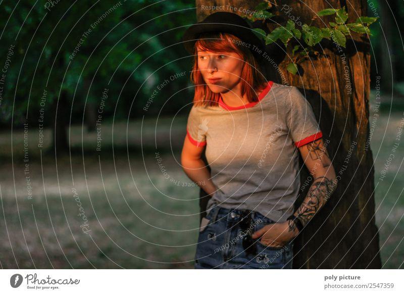 [LS126] - Sunset Junge Frau Jugendliche Erwachsene Leben 18-30 Jahre 30-45 Jahre Park Hoffnung Identität einzigartig Inspiration Selbstständigkeit Tattoo