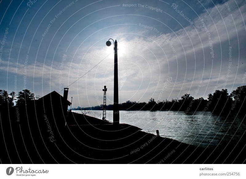 Gegenlicht am Rhein Himmel Wasser blau Sonne schwarz Haus Luft Beleuchtung glänzend leuchten Fluss Urelemente Schönes Wetter Strommast Flussufer