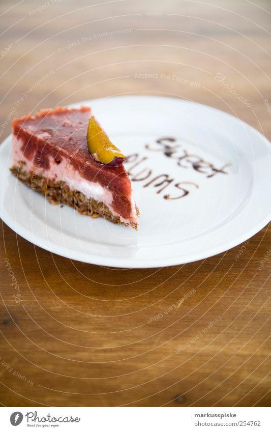 sweet plums Feste & Feiern Frucht Lebensmittel Geburtstag süß Küche genießen Übergewicht Lebensfreude Süßwaren Kuchen Wohnzimmer Teller Schokolade exotisch