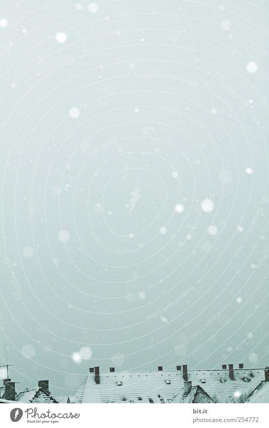Schneedächer... Himmel Natur blau Einsamkeit ruhig Haus Winter kalt Umwelt Gebäude Schneefall Eis Wetter Luft fantastisch
