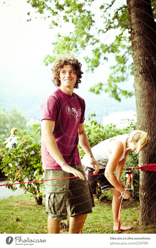 neulich auf dem campus... Mensch Natur Jugendliche Sommer Freude Erwachsene Leben Spielen lachen Freundschaft Park Zufriedenheit blond Freizeit & Hobby maskulin