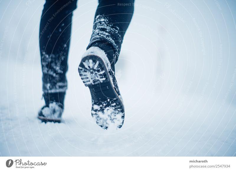 Füße im Schnee Ferien & Urlaub & Reisen Tourismus Ausflug Abenteuer Expedition Winter Winterurlaub Berge u. Gebirge wandern Fuß Umwelt Natur Klima