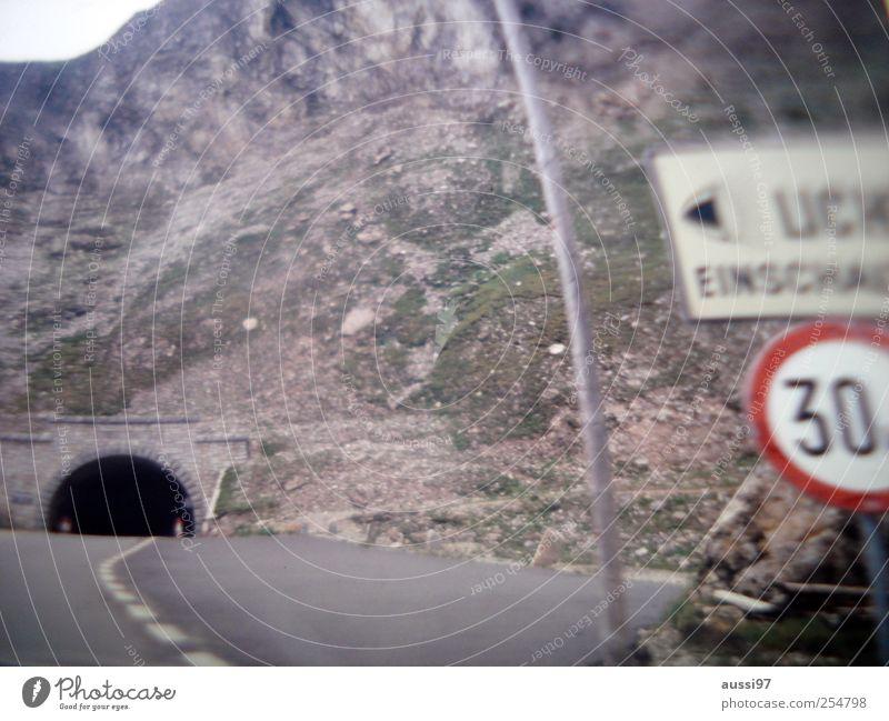 Ventimiglia on my mind Unschärfe Licht Sicherheit Straßenverkehr Kilometer Geschwindigkeit Verkehrszeichen Verkehrsmittel Gesetze und Verordnungen Tunnel