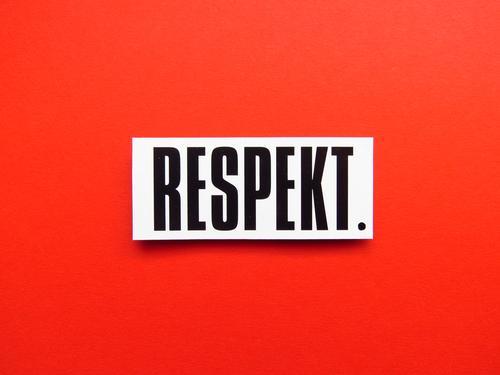 RESPEKT. Schriftzeichen Schilder & Markierungen Kommunizieren rot schwarz weiß Gefühle Stimmung Akzeptanz Sympathie Zusammensein Liebe friedlich Menschlichkeit