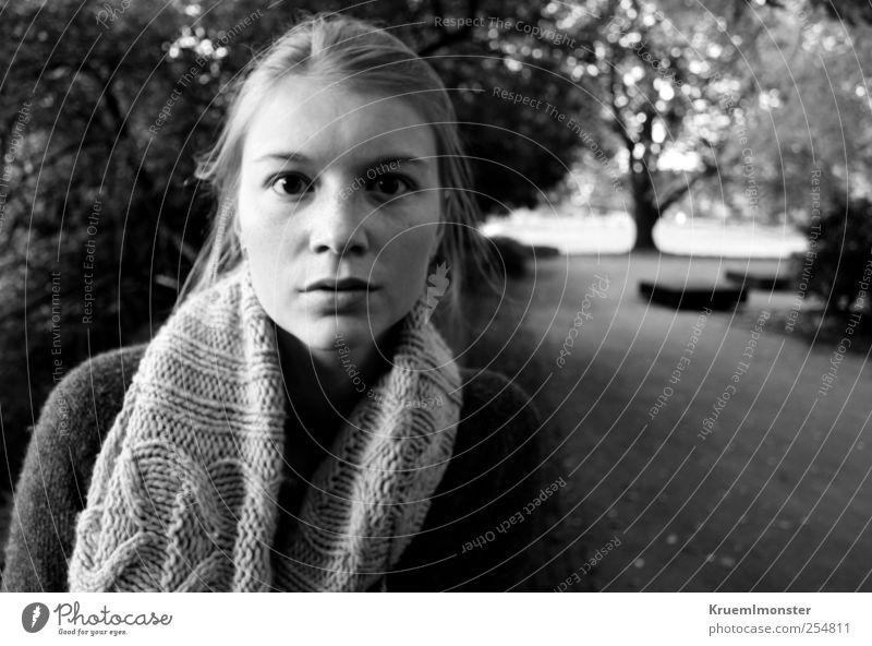 Nova 2 Mensch feminin Junge Frau Jugendliche 1 18-30 Jahre Erwachsene beobachten Blick ästhetisch authentisch blond frisch schön einzigartig nah natürlich