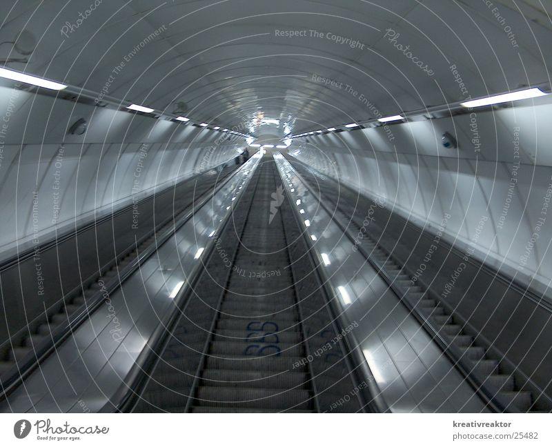 Rolltreppe Flur Licht unterwegs Elektrisches Gerät Technik & Technologie Treppe Bahnhof Beleuchtung Ferien & Urlaub & Reisen