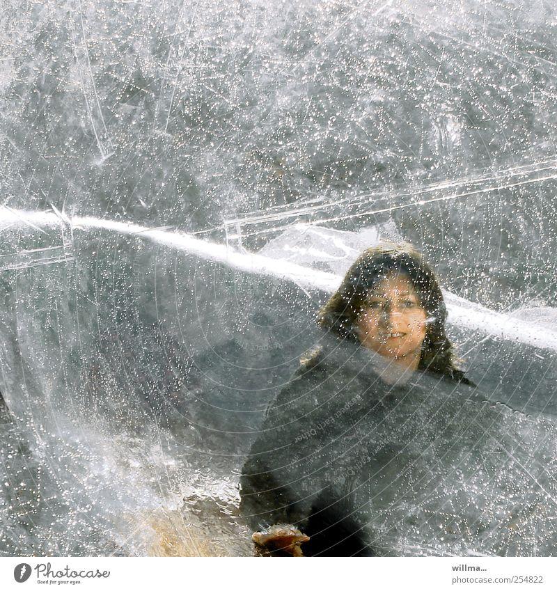 auf der suche nach freundlichkeit Mensch Frau Jugendliche Wasser Hand Einsamkeit Gesicht Erwachsene Junge Frau kalt Leben grau Religion & Glaube Eis