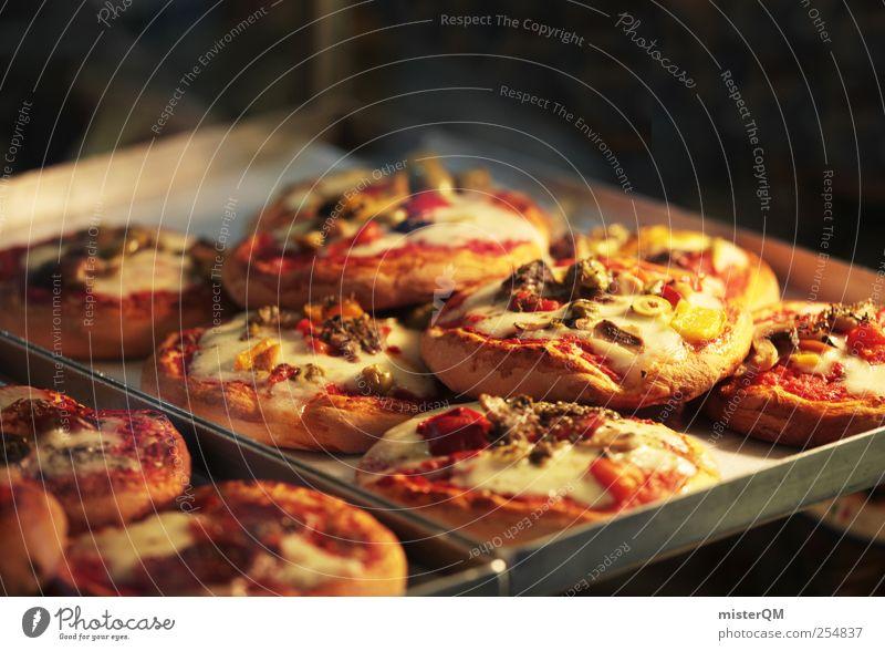 Pizza ist fertig. Lifestyle ästhetisch Ernährung Fastfood Italienisch kulinarisch frisch Ofenrohr Miniatur viele Teigwaren lecker Appetit & Hunger heiß ungesund